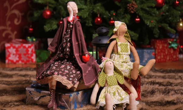 Család a Karácsonyfa alatt